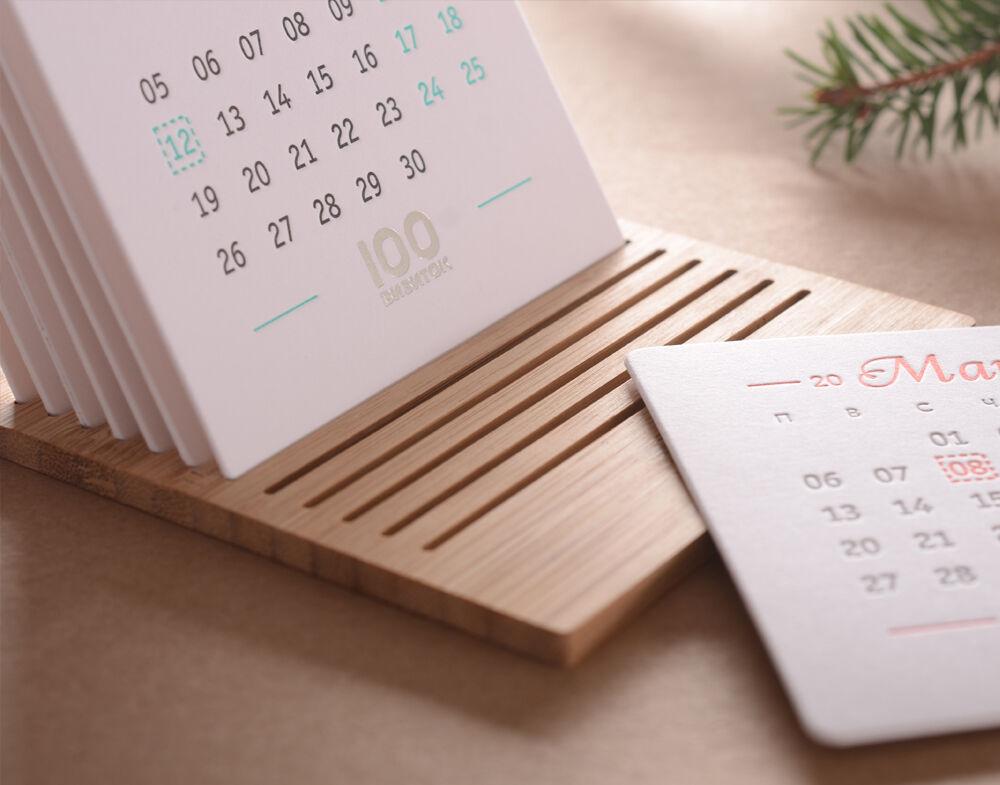 Календарь на деревянной подставке 2019.