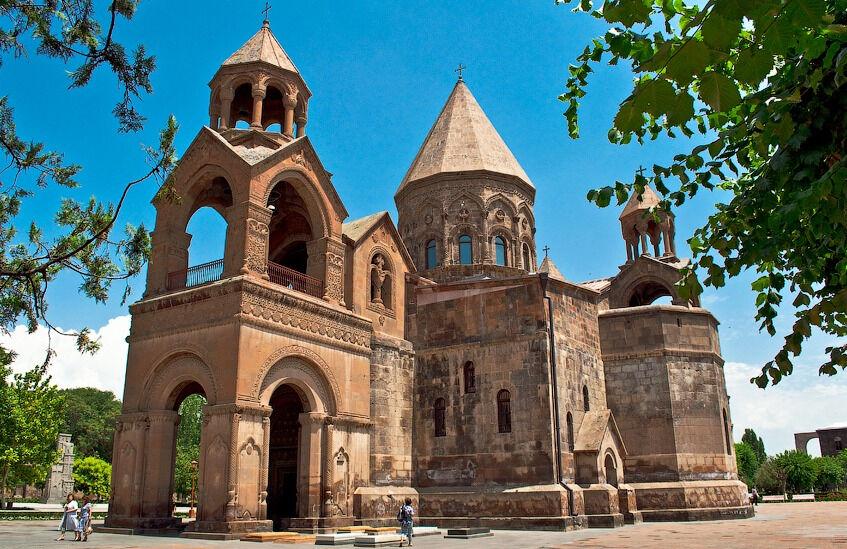 церковь эчмиадзин в армении