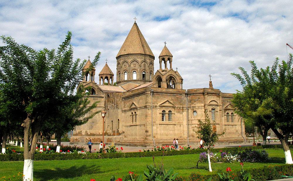 эчмиадзинский кафедральный собор в армении