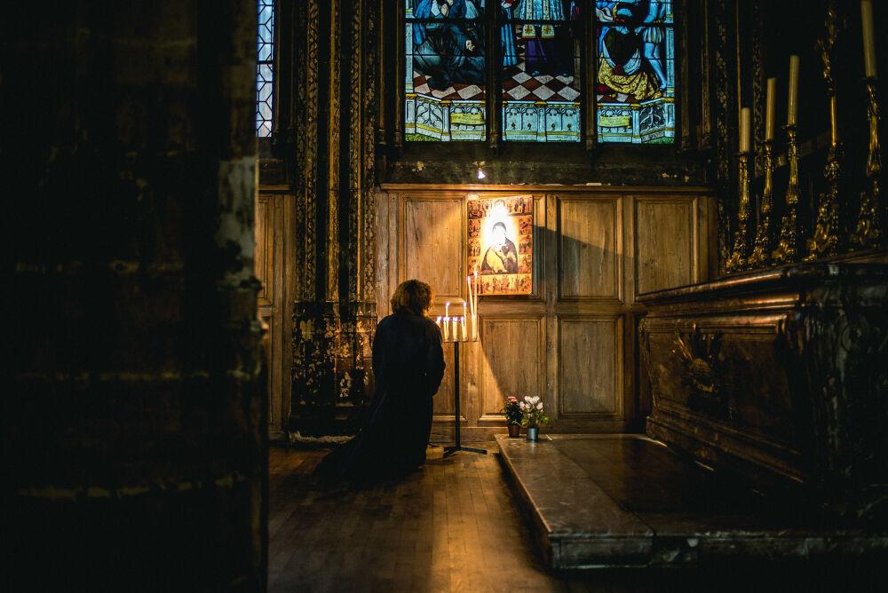 картинки : легкий, ночь, вечер, Темнота, Церковь, Свеча, Молясь ...