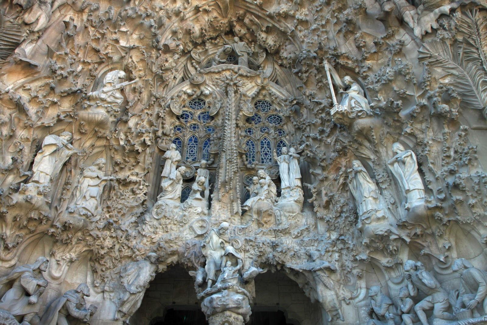 храм святого семейства антонио гауди