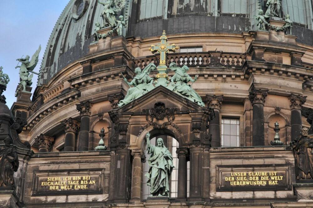 собор в берлине с зеленым куполом
