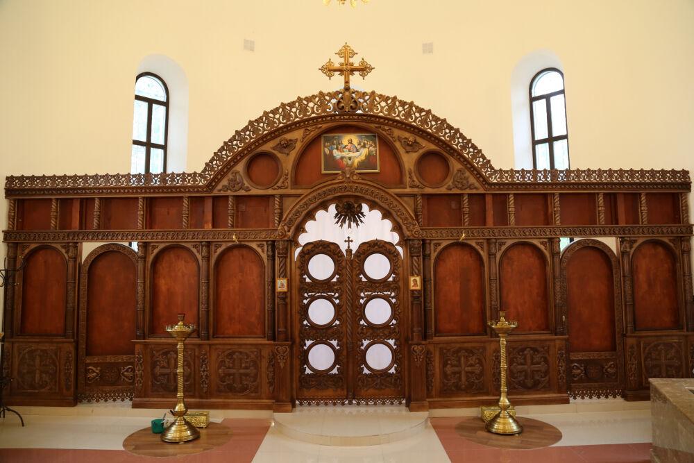 царские врата в храме
