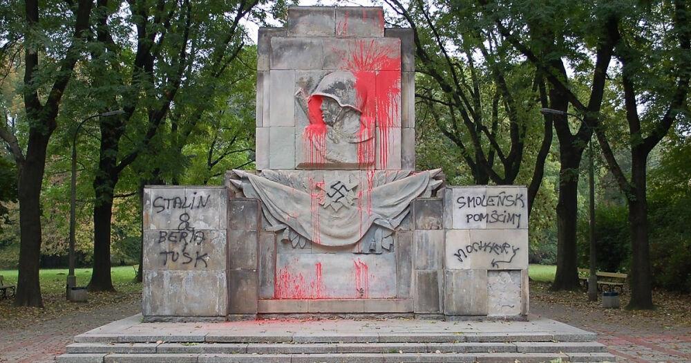 В Польше вандалы осквернили и уничтожили больше 30 памятников ...