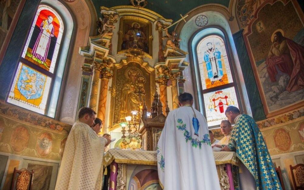 Коломыя: капеллан УГКЦ пригрозил перерезать горло верующим УПЦ