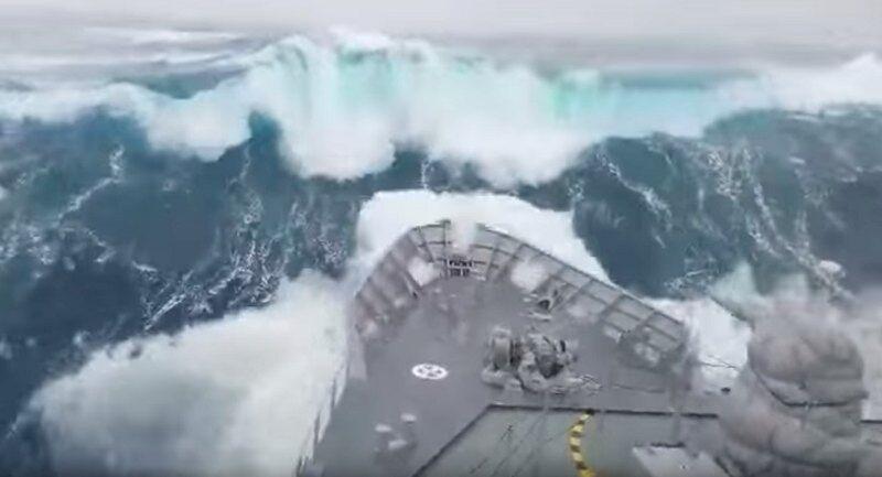 Корабль попал в сокрушительный шторм: ужасающее видео   Журнал ...