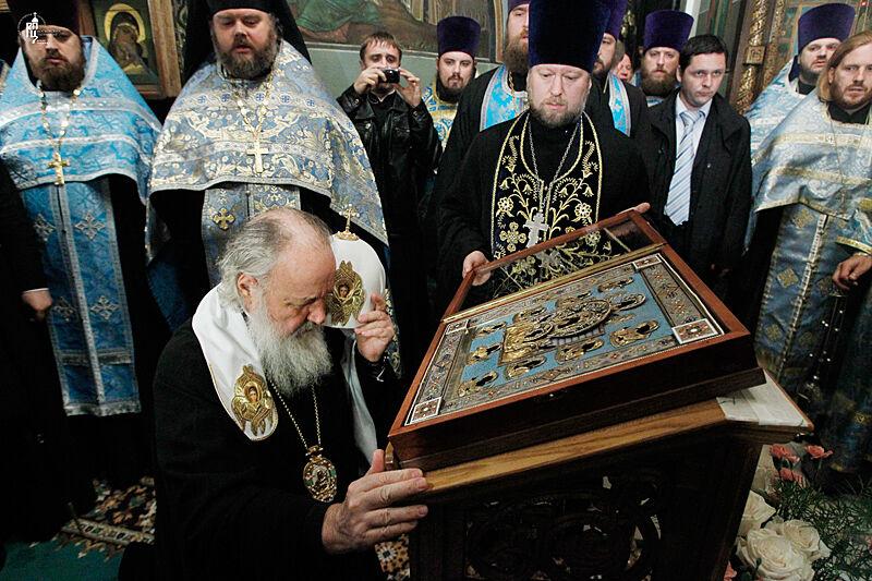 Молитва Святейшего Патриарха Кирилла перед чудотворной Курской ...