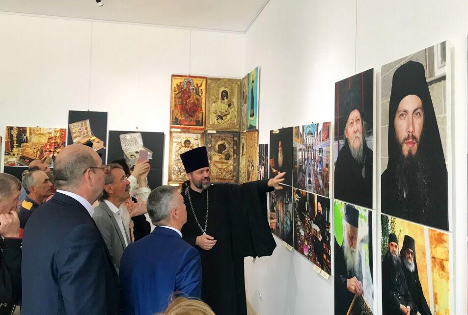 Выставка фотографа Костаса Асимиса «Наш Афон» впервые представлена в ...