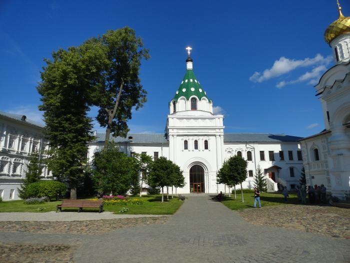 Святые ворота с надвратной церковью Хрисанфа и Дарии - Кострома