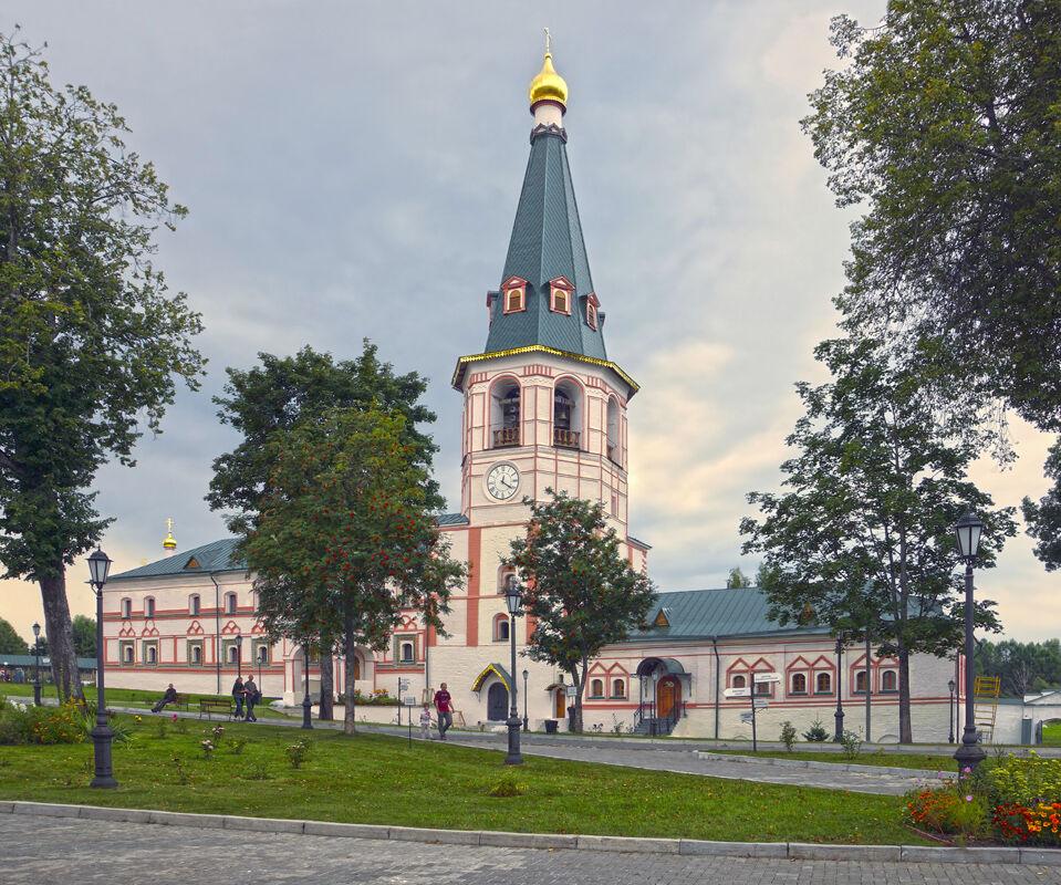 Колокольня Валдайского Иверского монастыря