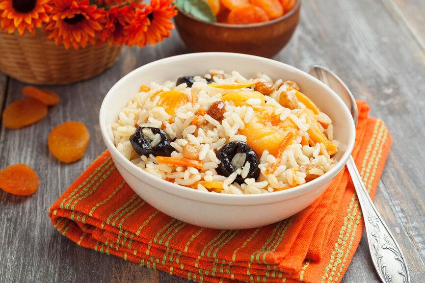 Плов с сухофруктами: вкусный и простой вегетарианский рецепт
