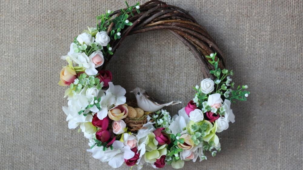 Пасхальный венок со цветами и птичкой - YouTube