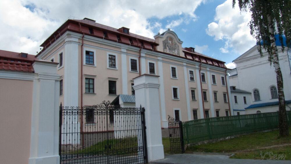 ФОТОГРАФИИ: Жировичский монастырь - семинария, колокольня и Юрьева горка